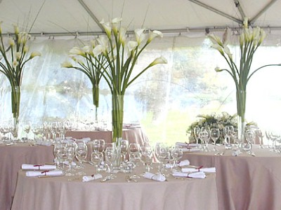 Internet-searching brides are still wild about centerpieces