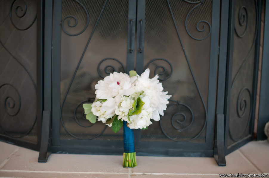 If I had been the photographer, I'd have gotten closer to the beautiful bouquet. Photo by Kelly Mendoza